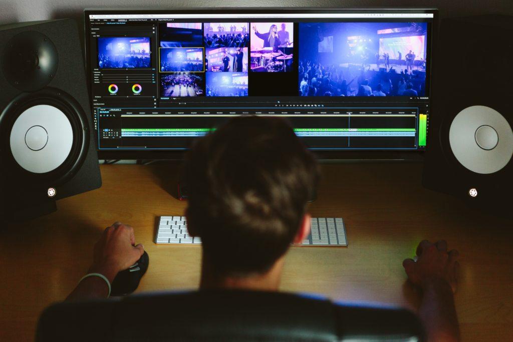 Travail influenceur montage vidéo